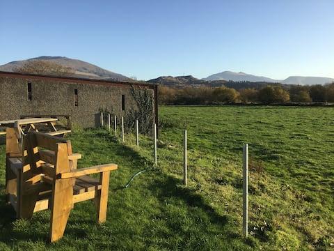 Snowdonia farm Cottage with view of Snowdon.