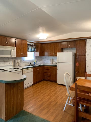 Right on the lake... Nice spacious 3 bedroom unit