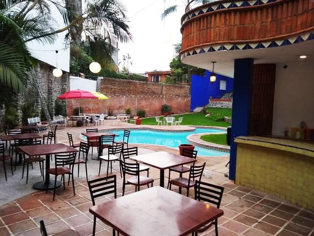 Castillo Cuernavaca, Casa mexicana Surrealista.