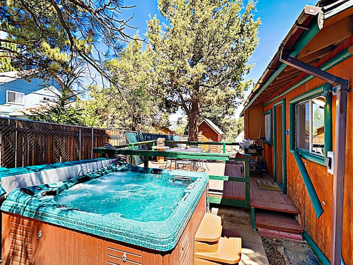 Fenced Cabin w/ Hot Tub: 2 Miles to Bear Mountain
