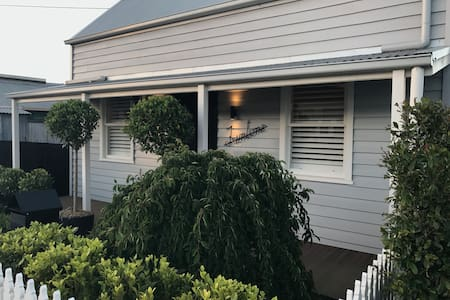 Fully Renovated Miner's Cottage - Geelong West - Geelong West