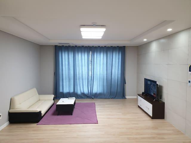 이뫼마루아파트 502호는 35평형으로 게스트님만의 독자적인 공간으로 사용하십니다다