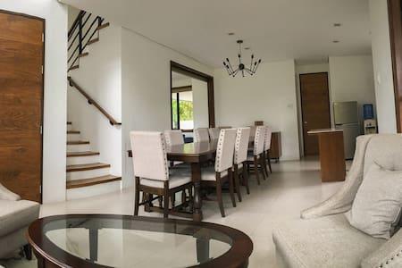 Stunning 3 BR house - Asyana Ayala w/car & driver