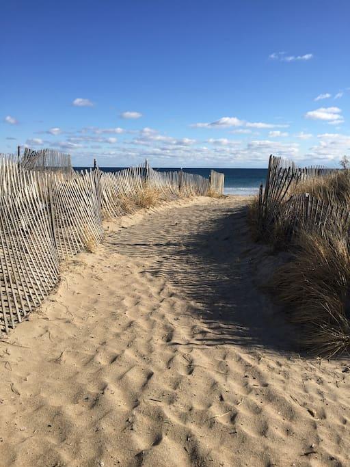 2 minutes walk to beach