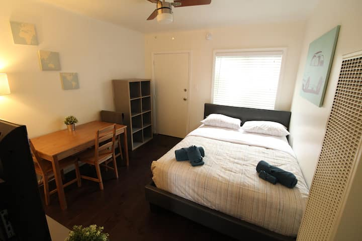 Cute Mid City Studio Apartment Fully Renovated A/C