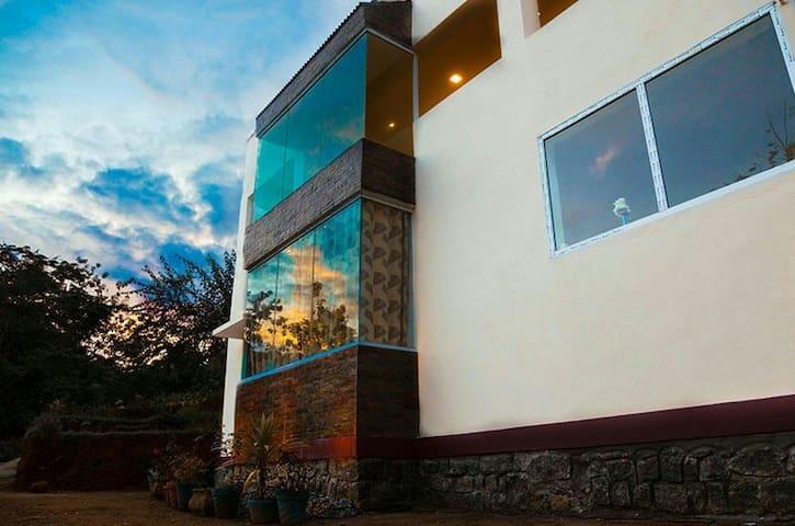 Hill Drive Guest House, Valparai