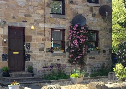 Ground floor apartment in quaint Carlops Village