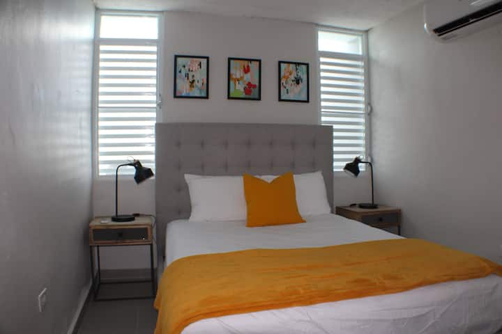 10 Min from the Airport Entr. Beach Apt  Full A/C