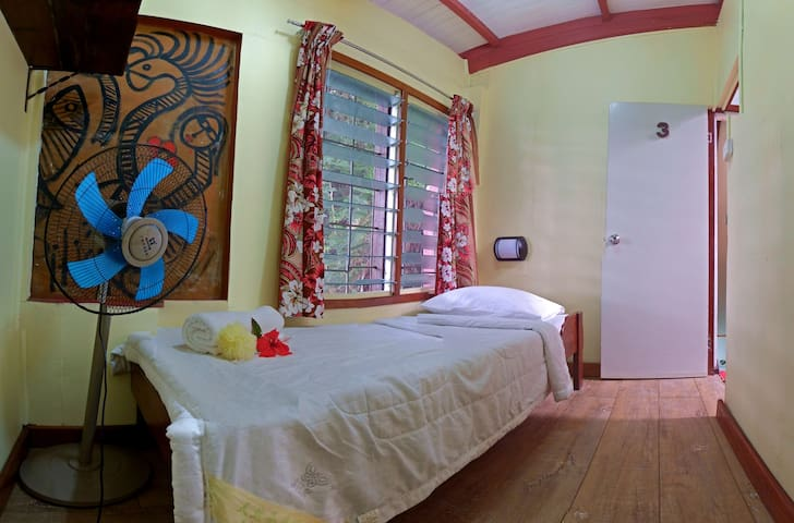 Garden View Single Room with Free Breakfast & WiFi