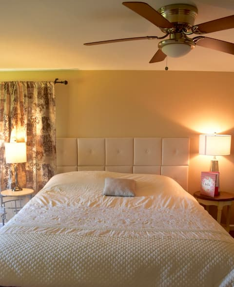 5 acre ranch in the Sequoia's. Your own King Room.