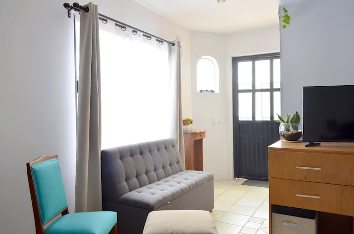 Loft Studio with kitchenette, 5 mins from Andares
