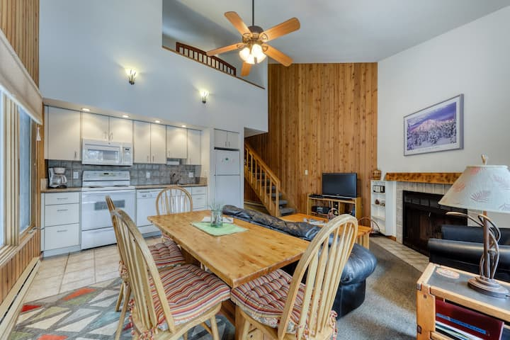 Mt. Bachelor Condo with Shared Pool & Hot Tub, High-Speed WiFi, & Trail Access!