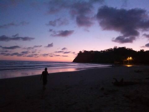 Casa de Paz-VEGETARIANS ONLY- 10 min walk to beach