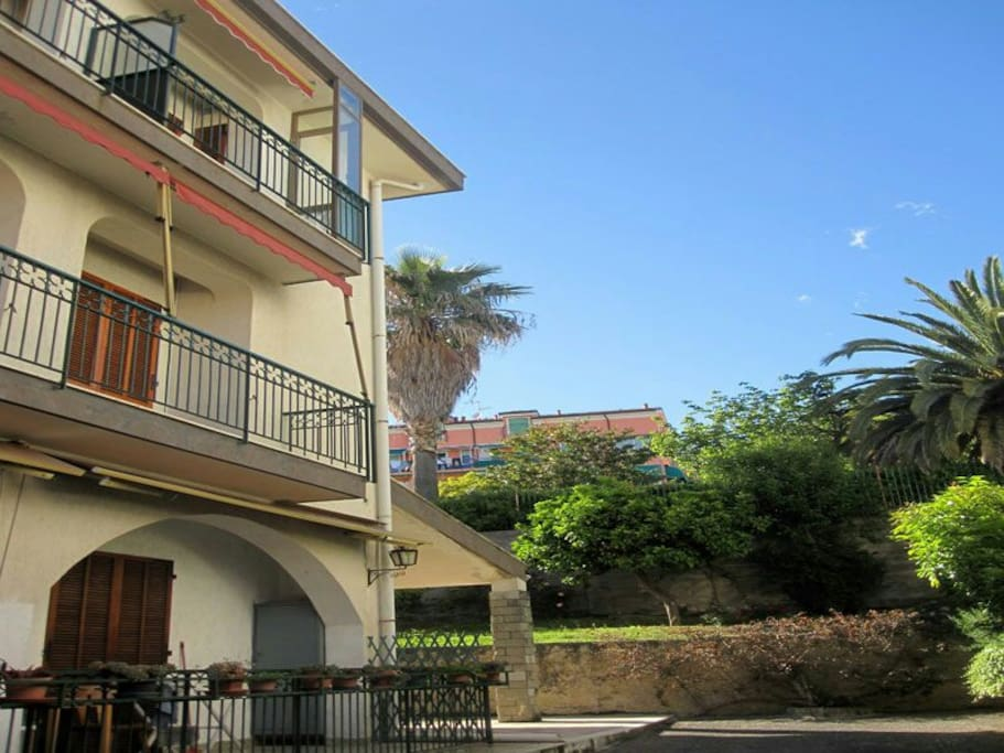 esterno - outside view of balcony of the apartment (top floor right side)
