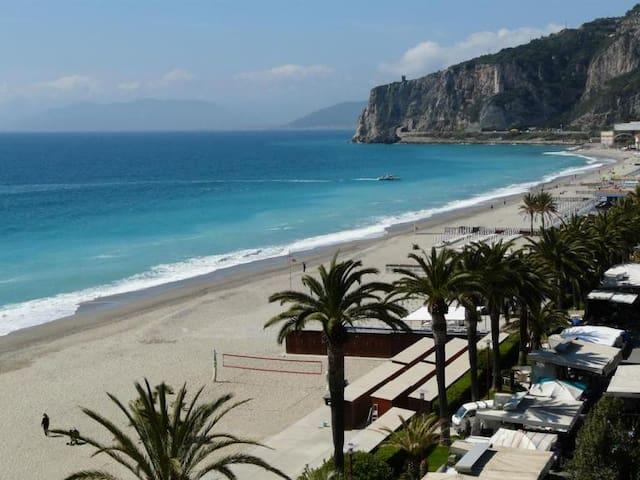 Direttamente sulla spiaggia di Finale Ligure!