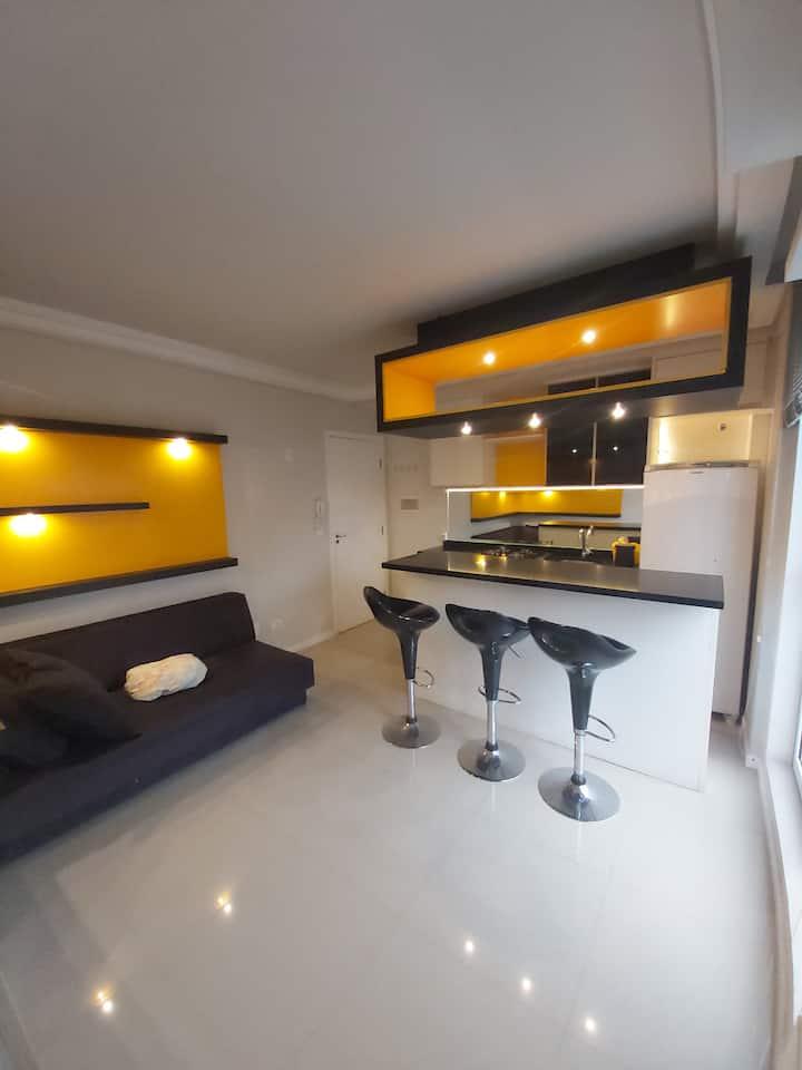 Apartamento Studio Mobiliado e com Garagem