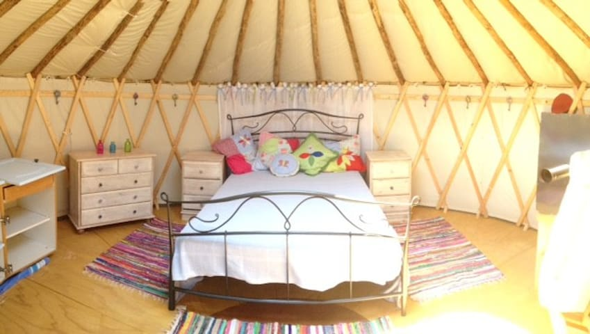 Woodpecker Yurt-stunning scenery!