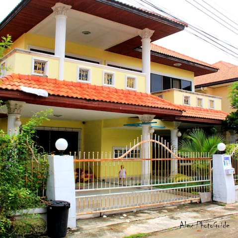 Cozy house for a large family or friends - Muang Pattaya - House
