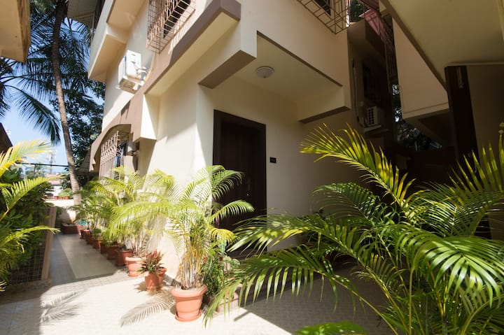 4 bedroom villa  walking  distance from  beach