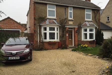 Large Airy King Size Rooms with private Bathroom - Yaxley