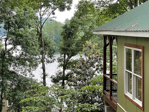Lakehouse by the Tail of the Dragon!