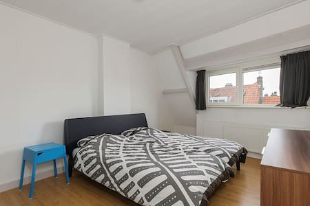 Lovely spacious room in a big house with privacy - Rotterdam