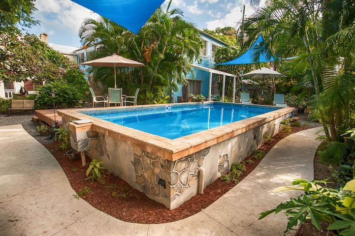 Short/long term one-bedroom @ Caribbean Breeze