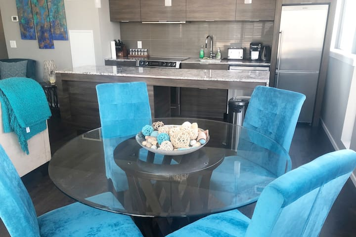 *NEW SUPER LUXE UNIT* Large, Private & Best Views