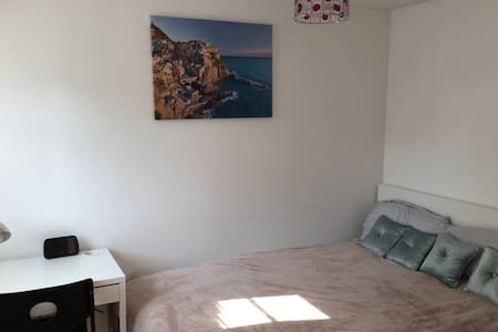 Ideal  Double Bedroom - London - House