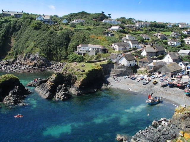 Amazing Cadgwith Sail Loft - Fantastic Sea Views