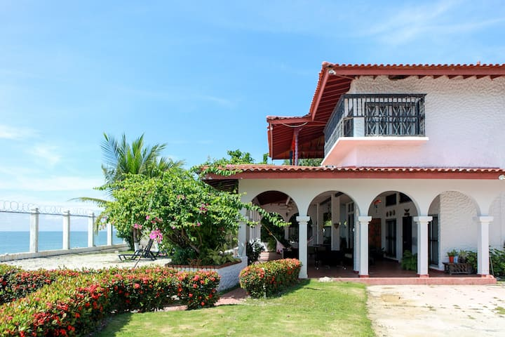 Villa SharonBeach House in Playa Blanca, Farallon - Rio Hato - Hostel