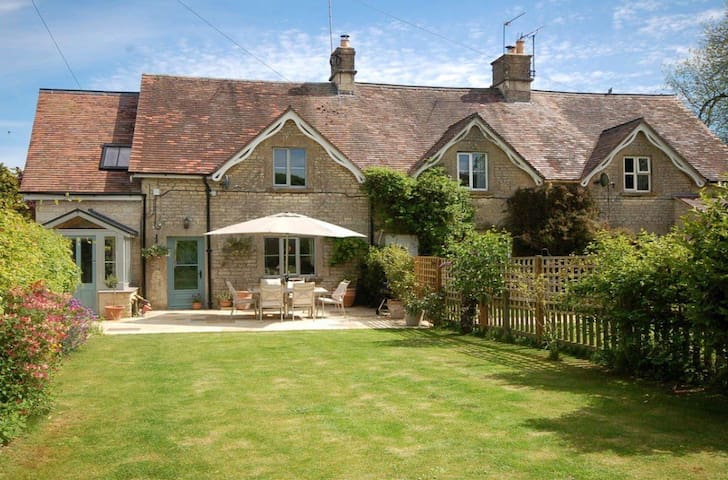 Sept/ Oct Rental: Beautiful Cotswold Cottage