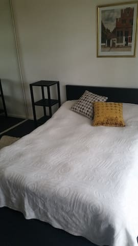 Private Light Room with Double Bed - Frankston