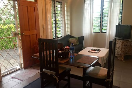 Cosy Ground Floor 1 Bedroom Unit - Apartment