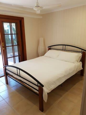 Entire ground floor of Queenslander - Annerley - Casa