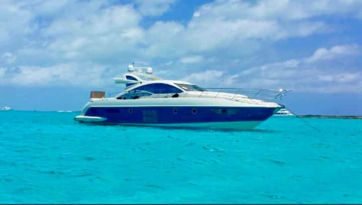 Luxury Yacht in Casa de Campo