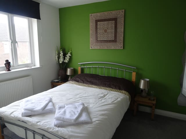 Riverside B&B double ensuite plus own sitting room