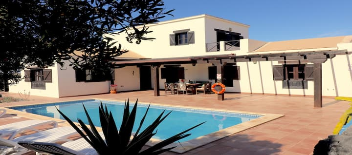 Charming large 4 bedroom villa with heated pool,