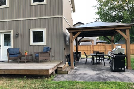 •Cedar's Edge-Turkey Point, parking, pet friendly•