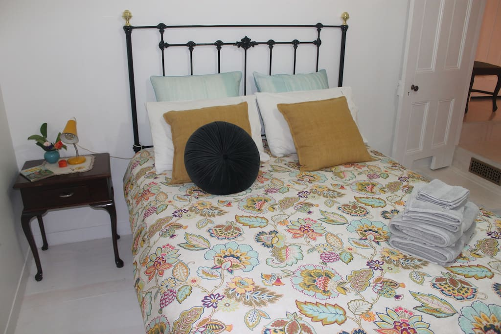 Summer, Autumn fresh and bright Bedroom with luxurious Linen awaits your arrival.