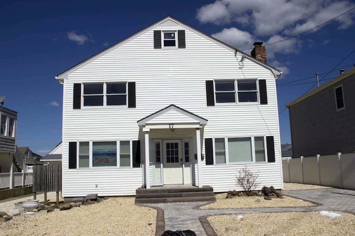 Lavallette Beach House - Upper Unit Weekly Rental