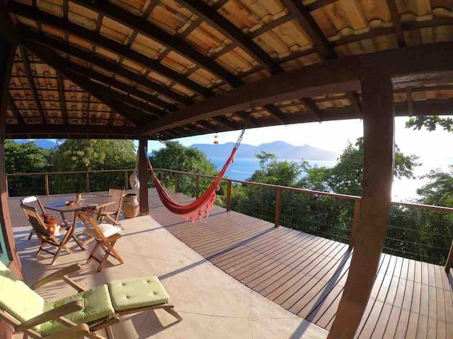 Praia Armação, Vista Maravilhosa 3 suítes com ar.