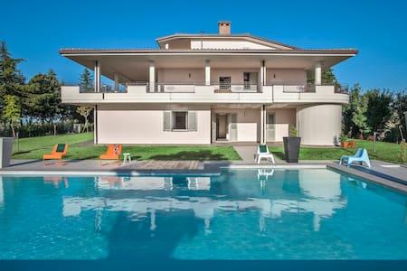 Il Mare - Appartamento in villa con piscina - Belvedere Fogliense