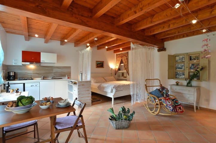 Ecofriendly  loft at Il Laghello di Amina.