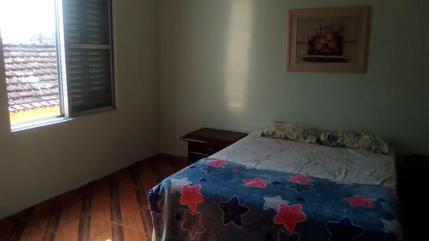 Suite ampla no centro de São Vicente