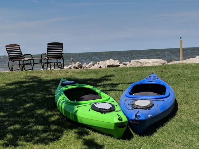 Game Day on Green Bay Waterfront: Victoria Cottage