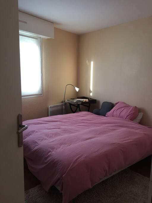 Chambre à coucher lit double