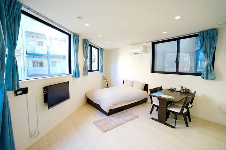 4 minutes to Shinjuku: New Tokyo Apartment 403