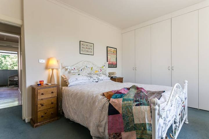 Cosy inner city entire house - Carlton North - Huis