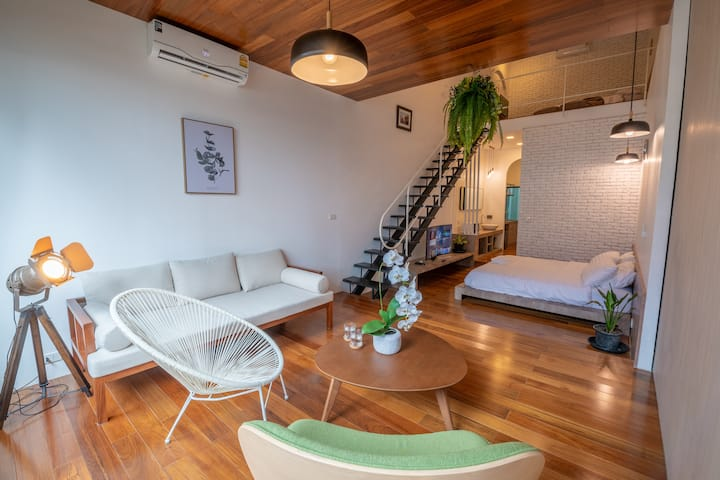 No.3 Duplex lounge 5m to BTS Asoke for Frns&Family